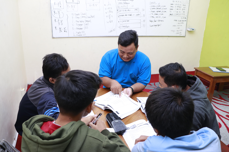 SSC Sidoarjo - Jangan Salah Pilih Ini Lho 4 Tipe Bimbingan Belajar yang Ada di Indonesia