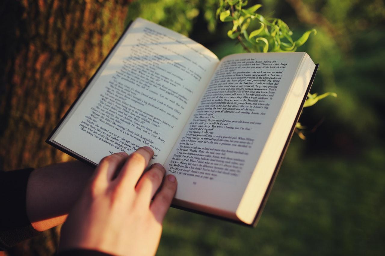 Suntuk Belajar Terus_ Baca 5 Rekomendasi Novel Remaja Ini Deh!